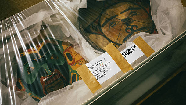 Art pieces packed and wrapped in a shipping box  © Berlin State Museums, Image: Daniel Hofer