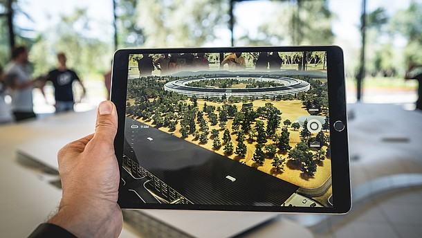 Picture of a tablet app creatinga augmented reality experience on a table.  © Image: Patrick Schneider