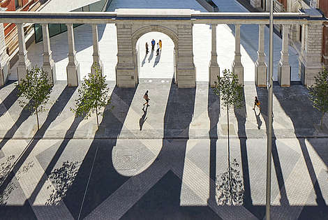 Bird perspective of a court yard. The sun creates shadow reflection of an arch wall  © Hufton + Crow, Victoria and Albert Museum