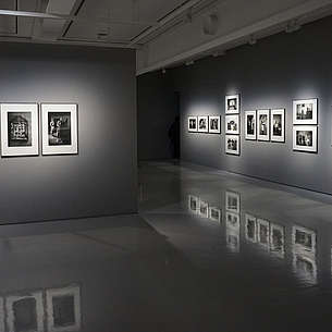 © Image: Eric Park Grey gallery space with shiny floors that reflects the photos hung on the walls.